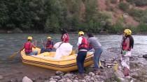 Gelinlik Ve Damatlıkla Rafting Keyfi