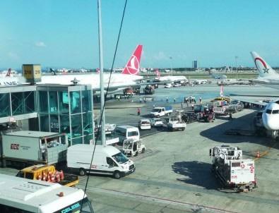 Atatürk Havalimanı'nda kaza: THY uçağına çarptı