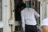 POLİS MERKEZİ - İş Yerinde Bıçaklı Saldırıya Uğrayan Ayakkabı Tamircisi Ağır Yaralandı