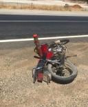 İLK MÜDAHALE - Motosikletle Hafif Ticari Araç Çarpıştı Açıklaması 1 Yaralı