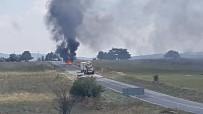 MEHMET ALTAY - Seyir Halindeki Otomobil Alev Alev Yandı