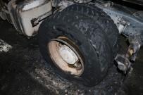 KADıOĞLU - TEM'de Kamyonun Tekerleği Patladı Açıklaması Trafik Kilitlendi