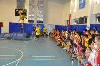 Terör Mağduru Şırnaklı Çocuklar, Akrobasi Basketbol Gösterisinde Gönüllerince Eğlendi