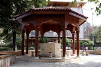 Züferbey Camii'ne Büyükşehir Eli