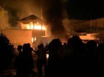 BIBER GAZı - Basra'da Valilik Bahçesi Ateşe Verildi