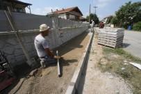 KALDIRIM ÇALIŞMASI - Akyazı'da Kaldırım Çalışmaları Sürüyor