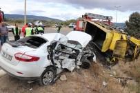 Asfalt Yüklü Kamyon Otomobille Çarpıştı Açıklaması 1 Ölü 3 Yaralı