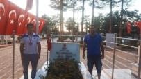 GÜMÜŞ MADALYA - Batuhan Gümüş Madalyasıyla Şehit Ömer Halisdemir'in Kabrini Ziyaret Etti