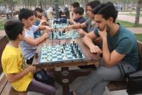 SATRANÇ FEDERASYONU - Elazığ'da 'Sokakta Santranç Var' Etkinliği