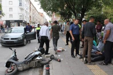Karaman'da Otomobille Elektrikli Bisikletler Çarpıştı Açıklaması 3 Yaralı