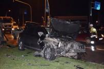 KIRMIZI IŞIK - Kırmızı Işık İhlali Kazaya Neden Oldu Açıklaması 3 Yaralı