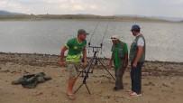 GÖLLER - Kıyasıya Yarışan Balıkçılar Sosyal Mesaj Verdi