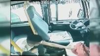 ŞÜPHELİ ARAÇ - Minibüsten 30 Saniyede 100 Lira Çalan Hırsız Güvenlik Kamerasına Yakalandı