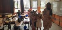 Minik Öğrenciler Okulun İlk Gününde Palyaço İle Karşılandı