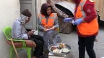 EV TEMİZLİĞİ - 'Şefkat Timi' Kapı Kapı Dolaşıp İyilik Dağıtıyor