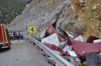 Kamyon Kayalığa Çarptı Açıklaması 1 Ölü, 1 Yaralı