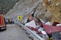 Kontrolden Çıkan Kamyon Kayalığa Çarptı Açıklaması 1 Ölü, 1 Yaralı