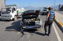 Otomobilin Çarptığı Minibüs Karşı Şeritte Araçla Çarpıştı Açıklaması 8 Yaralı