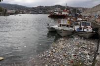 Sağanak Yağışla Gelen Çöpler Limanı Doldurdu