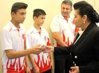 ESENGÜL CIVELEK - Vali Civelek, Balkan Şampiyonlarını Ödüllendirdi
