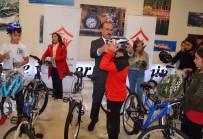 BOLAT - Başarılı Öğrenciler Bisikletle Ödüllendirildi