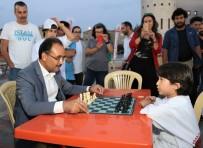 SATRANÇ FEDERASYONU - Başkan Cahan Miniklerle Satranç Masasına Oturdu