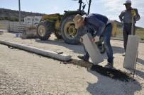 KALDIRIM ÇALIŞMASI - Birçok Mahallede Yol Yapım Çalışmaları Devam Ediyor
