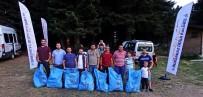 KAYAK MERKEZİ - Bursagaz Doğa Kulübü, Uludağ'da 90 Poşet Çöp Topladı