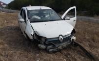 KARAKAYA - Direksiyon Hakimiyetini Kaybeden Sürücü Kaza Yaptı; 2 Yaralı