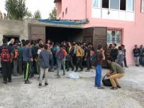 GÖÇMEN KAÇAKÇILIĞI - Garajdan 244 Kaçak Göçmen Çıktı