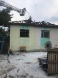 MÜSTAKIL EV - Isparta'da Yanan 2 Katlı Ahşap Ev Kullanılamaz Hale Geldi