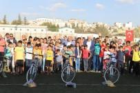 Kilis'te Çocuklara Bisiklet Dağıtımı Sürüyor