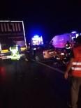 Otomobil TIR'a Arkadan Çarptı Açıklaması 3 Yaralı