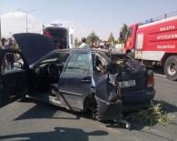 Otomobilin Lastiği Fırladı Açıklaması 2 Yaralı