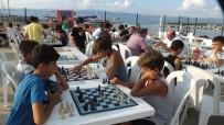 HÜSEYIN ÖNER - Sokakta Satranç Oynadılar