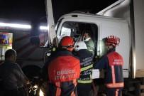 TEM Otoyolunda Kamyonda Sıkışan Sürücüyü İtfaiye Kurtardı