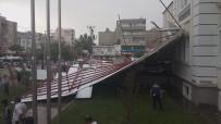 Adıyaman'da Şiddetli Fırtına Çatıları Uçurdu