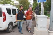 Camide Uyuyan Vatandaşın Yanına Sürünerek Gidip Telefonunu Çaldı