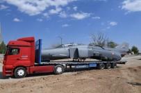 Eski Savaş Uçağı Tır Üzerinde Malatya'ya Getirildi