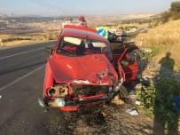 İki Otomobil Çarpıştı Açıklaması 3 Yaralı