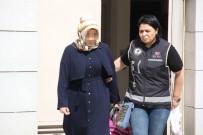 İstanbul'da Yakalanan FETÖ'cü Kadın Adliyeye Sevk Edildi