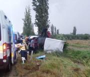 MEHMET DEMIR - İzmir'de Minibüs Devrildi Açıklaması 7 Yaralı