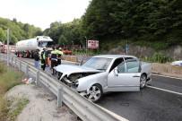 ERDEMIR - Kaygan Yolda Kontrolden Çıkan Otomobil Bariyerlere Çarptı Açıklaması 3 Yaralı