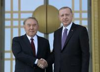 KAZAKISTAN CUMHURBAŞKANı - Kazak Mevkidaşını Resmi Törenle Karşıladı