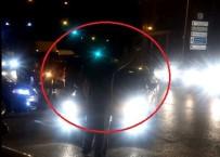 ARAÇ KONVOYU - Magandalar Trafiğin Yoğun Olduğu Caddeyi Kapatarak Terör Estirdi