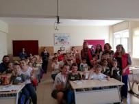 PARMAK - Miniklerin Uyum Haftasında, Gençlerden Büyük Destek