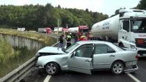 KARANLıKDERE - Otomobil Beton Bariyere Çarptı Açıklaması 4 Yaralı