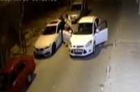 MASKELİ HIRSIZLAR - (Özel) Hırsızların Üçüncü Denemesinde Otomobili Böyle Soydular