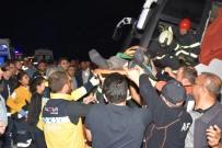 Sınır Dışı Edilecek Mültecileri Taşıyan Otobüs Devrildi Açıklaması 17'Si Polis 41 Yaralı