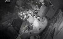 YUNUSEMRE - Bakkal Soyan Maskeli Hırsızlar Kamerada